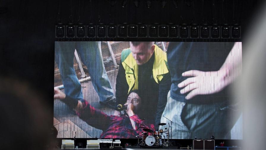 """""""Фу файтърс"""" отмениха два концерта след инцидента с Дейв Грол"""