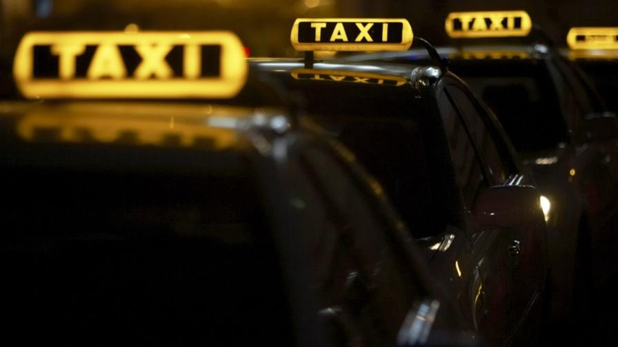 Таксиметрови асоциации обсъждат 3 лева първоначална тарифа