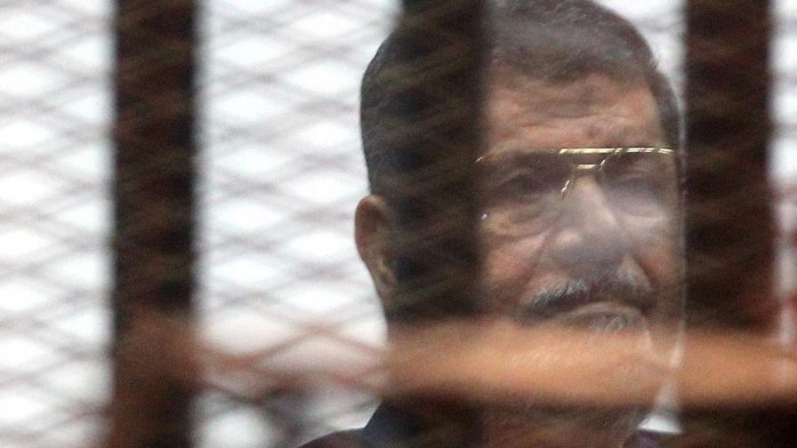 Мохамед Морси в съдебната зала