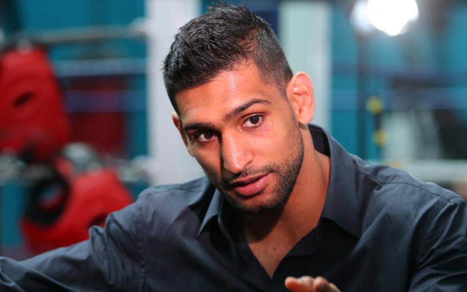 Британският боксьор Амир Хан използва профилите си в социалните мрежи,