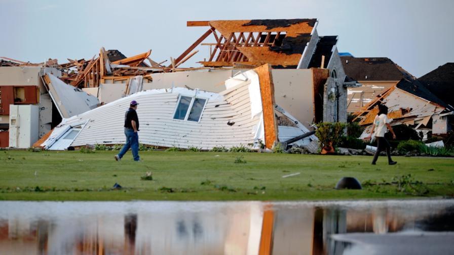 Торнадо разруши къщи край Чикаго