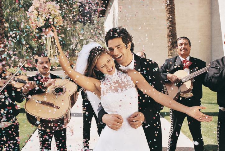 """Искате да се видите в бяла рокля: Има момичета, които от 3-годишни започват да си мечтаят за сватбения ден, роклята, цветята, ландшафта и средната температура на въздуха.   Някъде към 23 вече са сглобили цялата картинка, без последното парченце – женихът.   Сватбата обаче трае една нощ, докато бракът е завинаги. Бъдете честни със себе си и си дайте сметка дали ще можете да живеете мнооого дълго време с човека, на когото искате да кажете """"да"""" само и само да си имате сватба."""