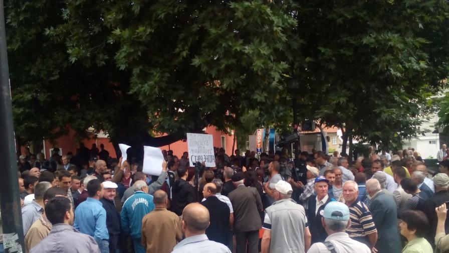 Протестът пред Куршум джамия