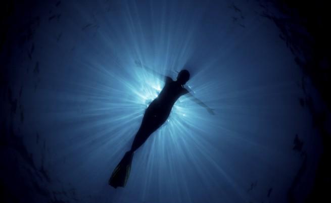 Как щеше да изглежда русалката Ариел, ако живееше в дълбоки води