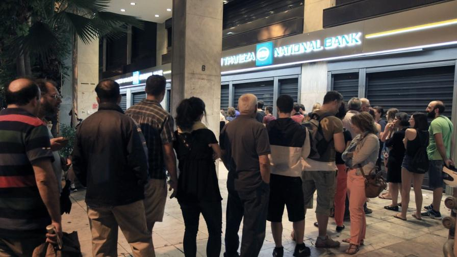 """Гръцките банкери чакат """"глътка въздух"""""""