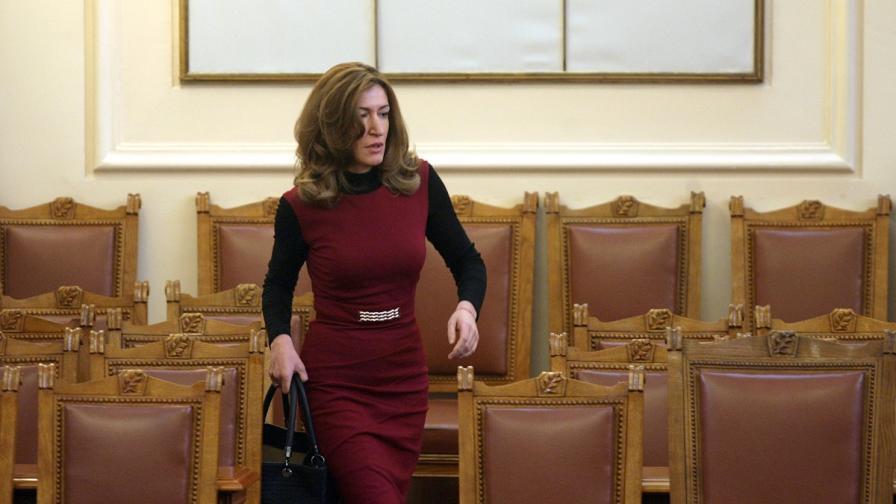 Ангелкова не очаква чувствително влияние на кризата в Гърция върху българския туризъм