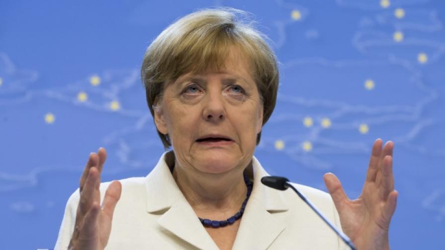 Меркел: Еврозоната е готова да облекчи дълговото бреме на Гърция, но без отписване на дълга