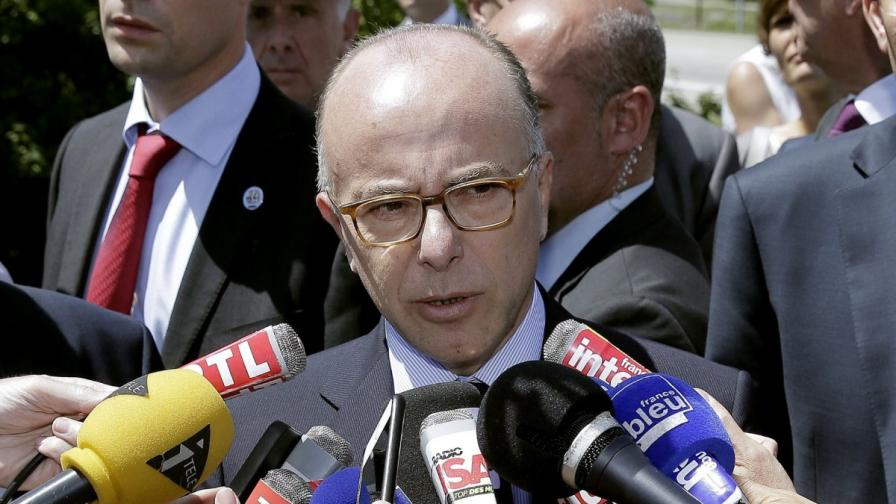 Френският вътрешен министър Бернар Казньов