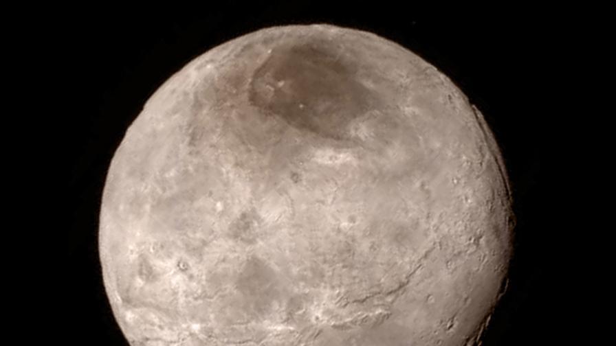 НАСА: На Плутон има синьо небе и червен лед