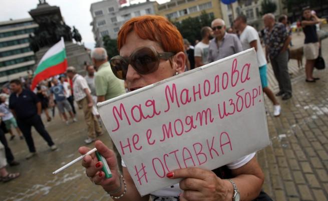Граждани протестираха срещу избирането на Мая Манолова за омбудсман