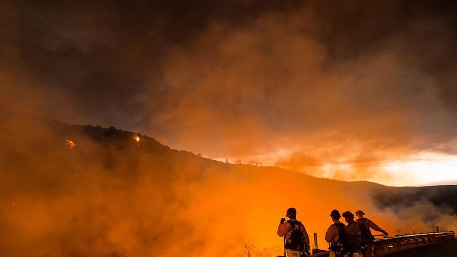 Три хиляди души са евакуирани в Испания заради горски пожари