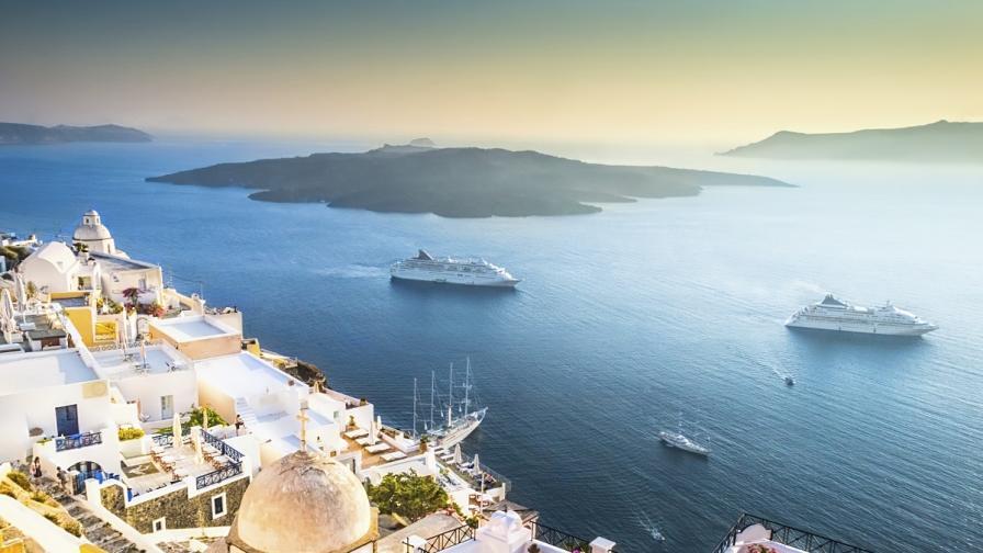 10 вдъхновяващи причини да почиваме на остров Санторини