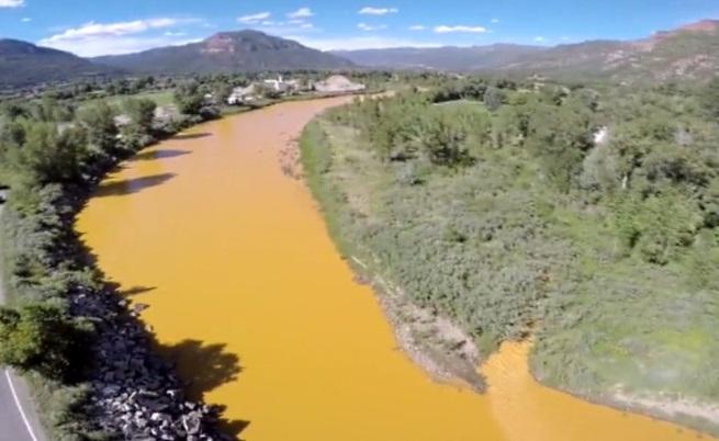 Токсични отпадъци направиха американска река оранжева (видео)