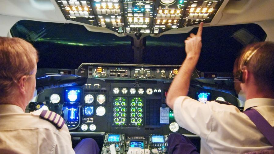Норвегия: Арестуваха пилоти и стюардеси, пили преди полет