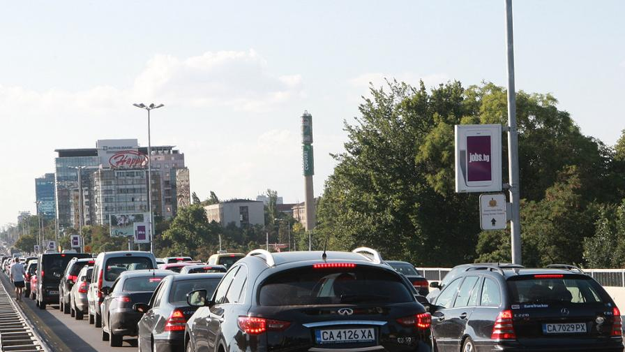"Мотор и тролей се удариха на ""Цариградско"""