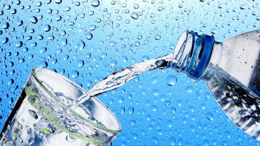 Не, не е вярно, че трябва да пиете 8 чаши вода на ден