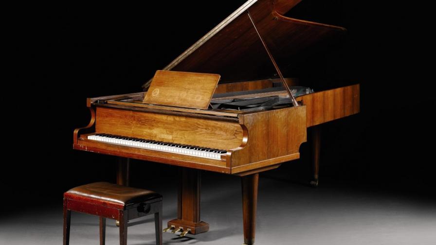 Искат 1,2 млн. долара за пиано на АББА