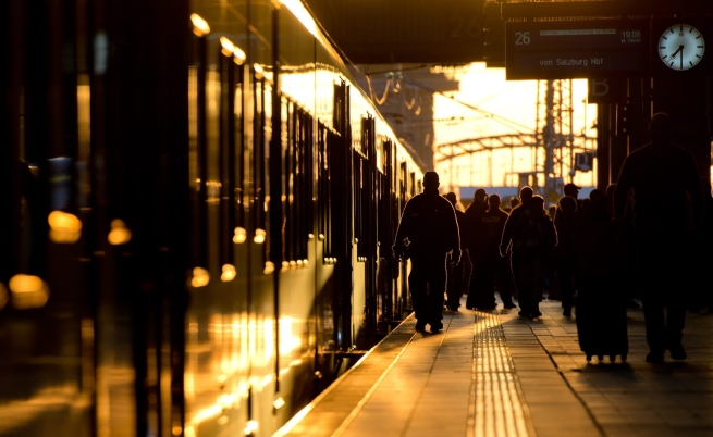 Над 15 хил. мигранти пристигнали в Мюнхен в събота и неделя