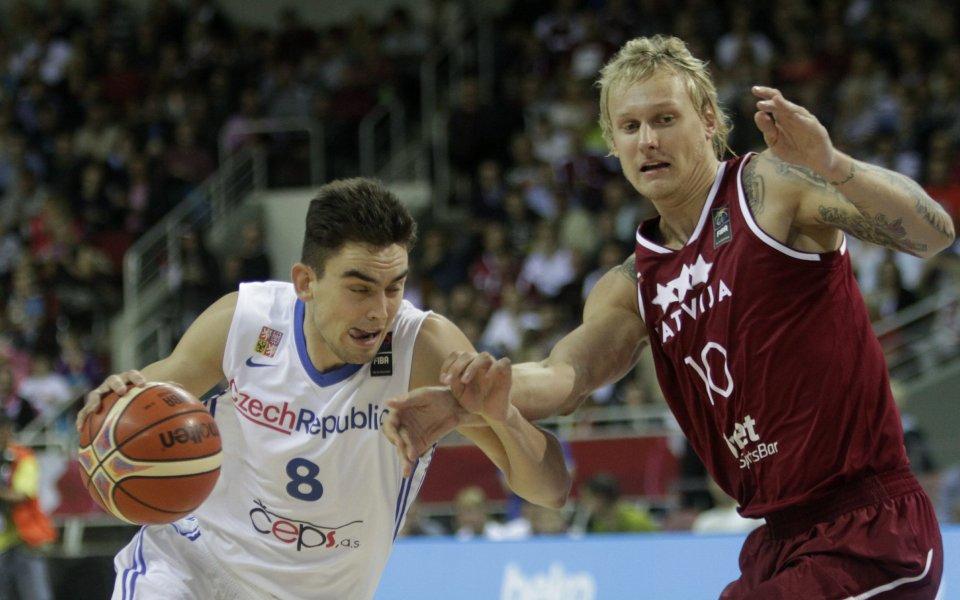 Латвия остана в играта с победа над Чехия