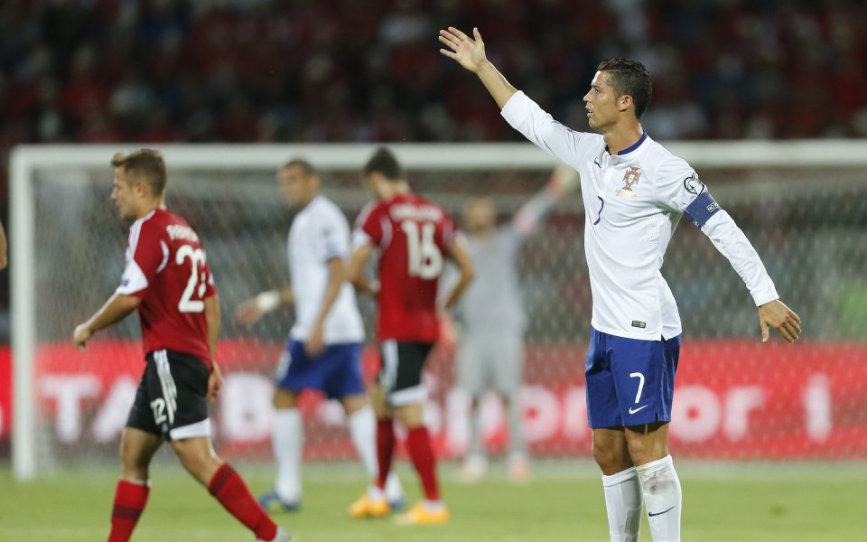 Роналдо пази головете си за точния момент, твърди Сантош