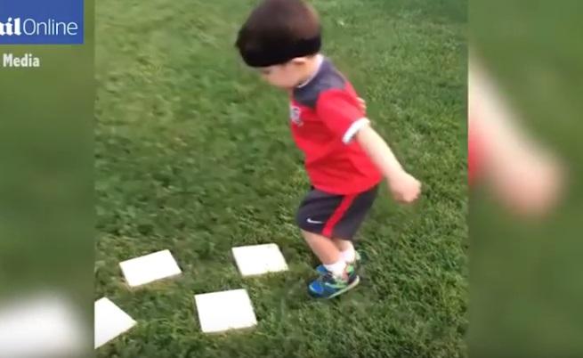 Малък нинджа преодолява тренировъчно трасе (видео)