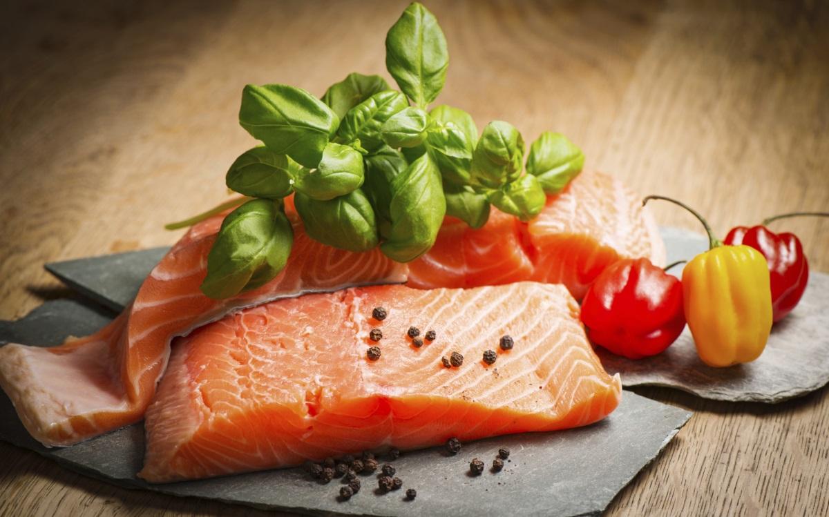 <p><strong>Мазна риба</strong></p>  <p>Сьомга, риба тон или скумрия &ndash; богати на омега 3 мастни киселини, които служат за изграждането на здрави мозъчни и нервни клетки. За жените, искащи бебе &ndash; омега 3мастните киселини могат да помогнат в развитието на бебето и да предотвратят преждевременните раждания.</p>