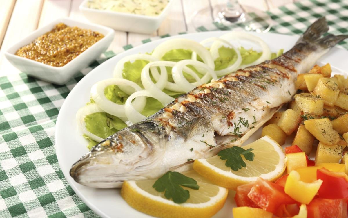 <p><strong>Риба</strong></p>  <p>Доклад на Световния фонд за дивата природа разкрива, че над 85% от световните рибни запаси са изложени на значителен риск от незаконен недеклариран и нерегулиран риболов. Много популации на търговски риби, като атлантическия червен тон например, са намалели до точка, от която оцеляването им като вид е застрашено.</p>