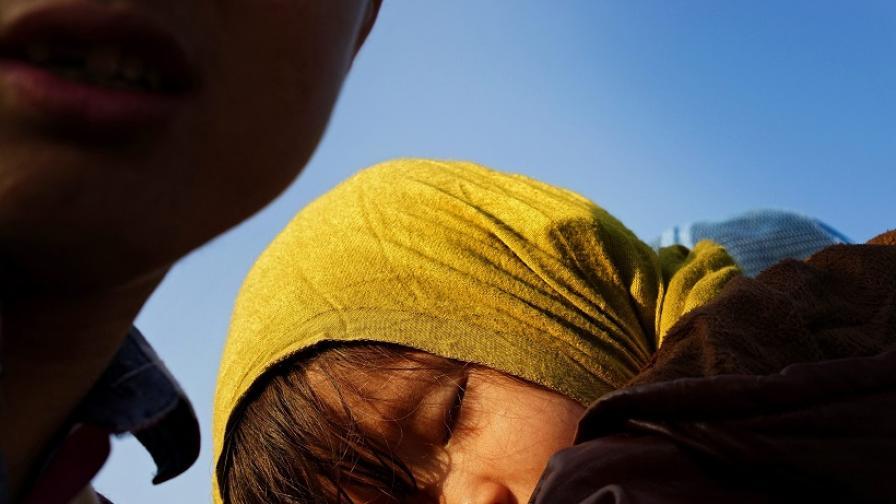 """Деца бежанци шият за """"Ислямска държава"""" в Турция"""