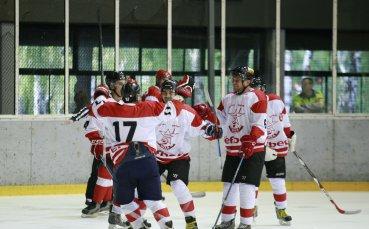 Фенове на ЦСКА скочиха на играчи на Славия