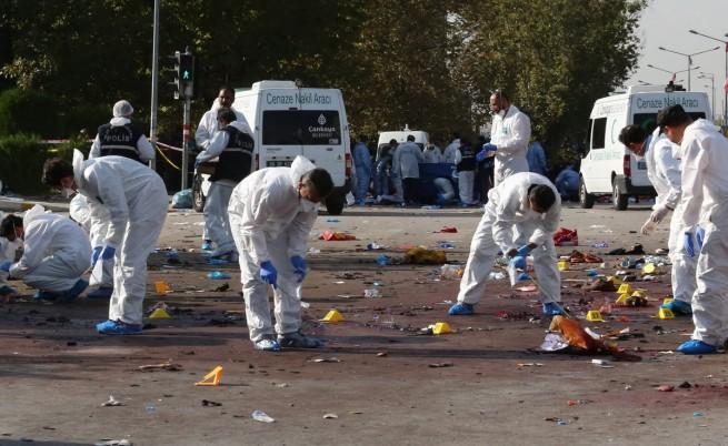 Следователи събират доказателства от мястото на експлозиите в Анкара