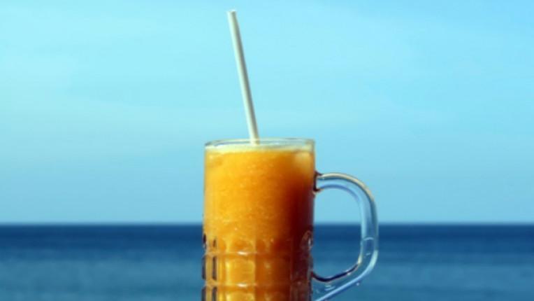 напитка портокалов шейк блендер сладолед коктейл