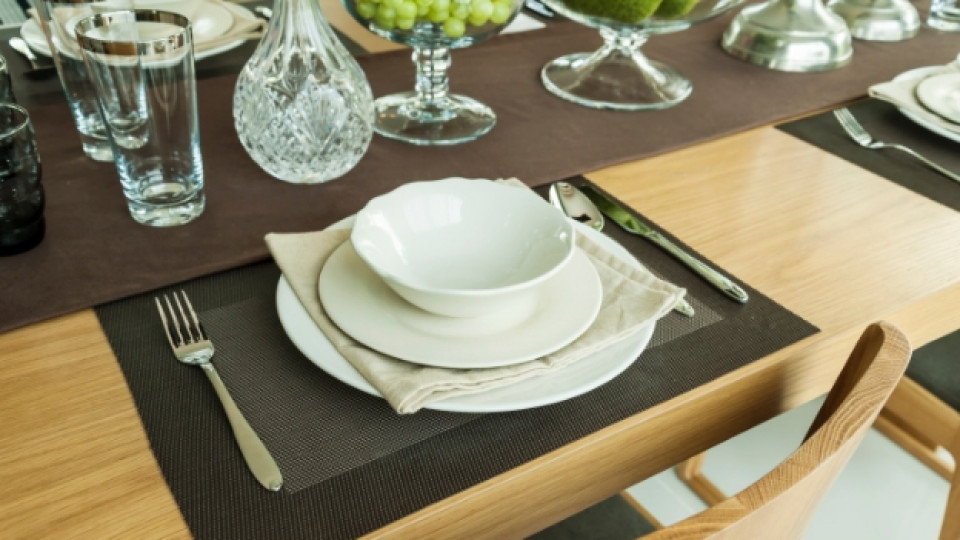 Как да подредим масата за гости?
