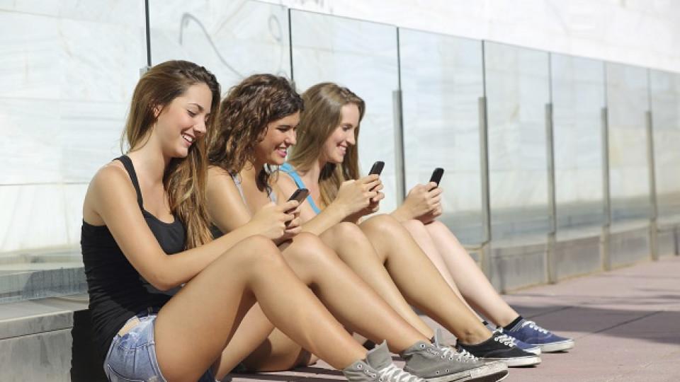 Тийнейджърите и любовта във времената на Facebook