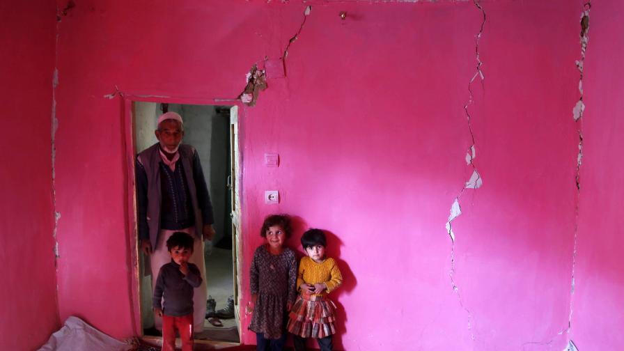 Над 350 са жертвите от земетресението в Афганистан
