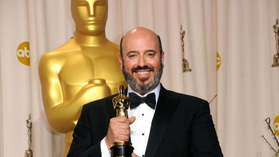 Марк Бриджес има са какво да се усмихва, след като спечели първия си Оскар за костюми към филма Артистът