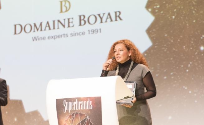 """Наградата бе връчена на Елина Спасова  Директор маркетинги комуникации на """"Домейн бойар Интернешънъл"""""""