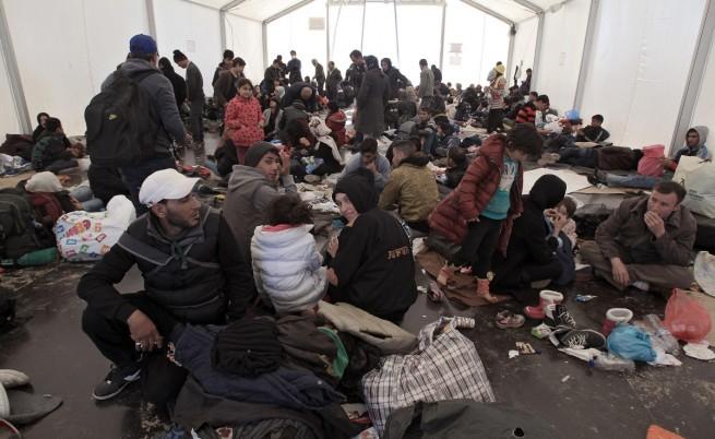 ЕС иска приемни центрове за мигранти на Балканите