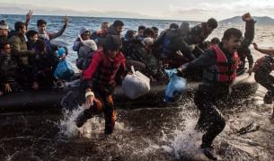 Бежанци пристигат на остров Лесбос