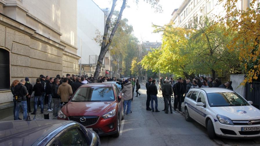 Протестът пред БХК