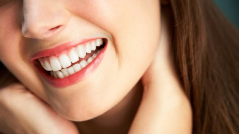 зъби усмивка
