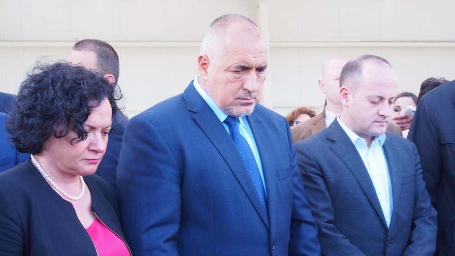Премиерът Бойко Борисов почете с минута мълчание паметта на жертвите, загинали при терористичния атентат в Париж.