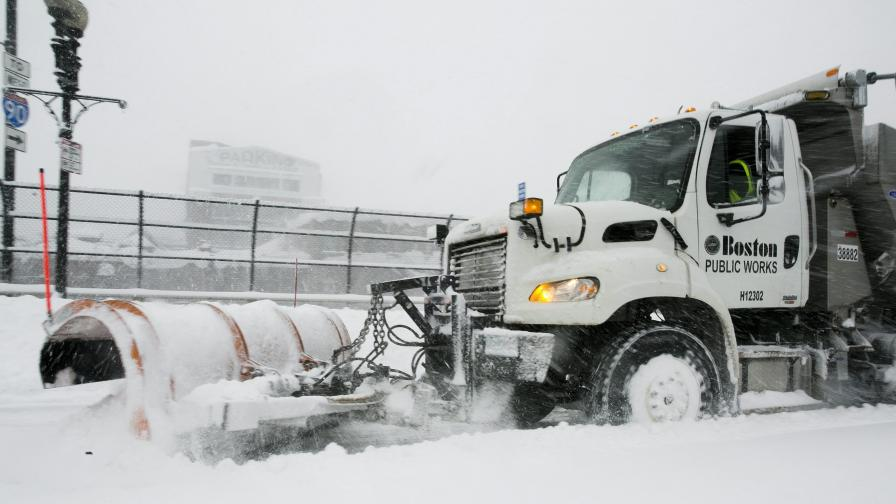 Снежни бури и торнада удрят САЩ