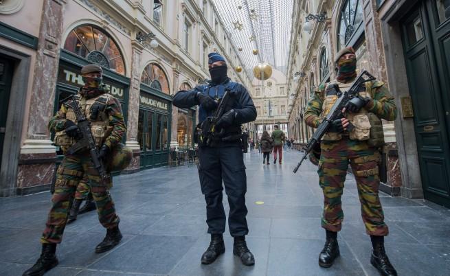 Брюксел остава напълно блокиран под заплаха от атентат