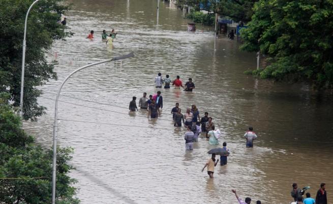 Наводнения взеха живота на 269 души в Индия