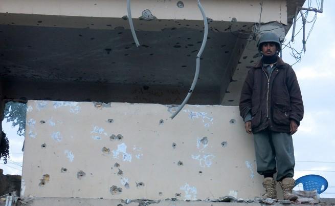 Десетки убити и ранени при талибанската атака срещу летището в Кандахар