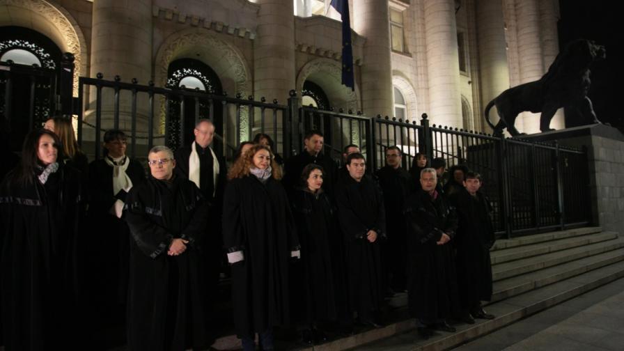 Протестът на съдиите пред Съдебната палата в петък
