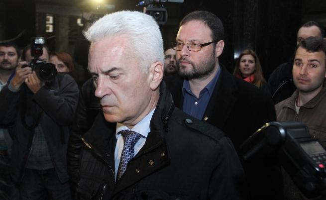 """Свидетел: Сидеров пи водка и уиски преди инцидента на летище """"Варна"""""""