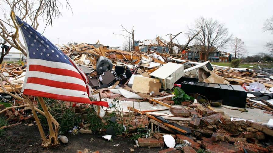 След торнадо в Тексас, САЩ