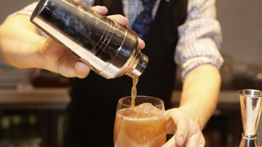 Неволите на един барман (видео)