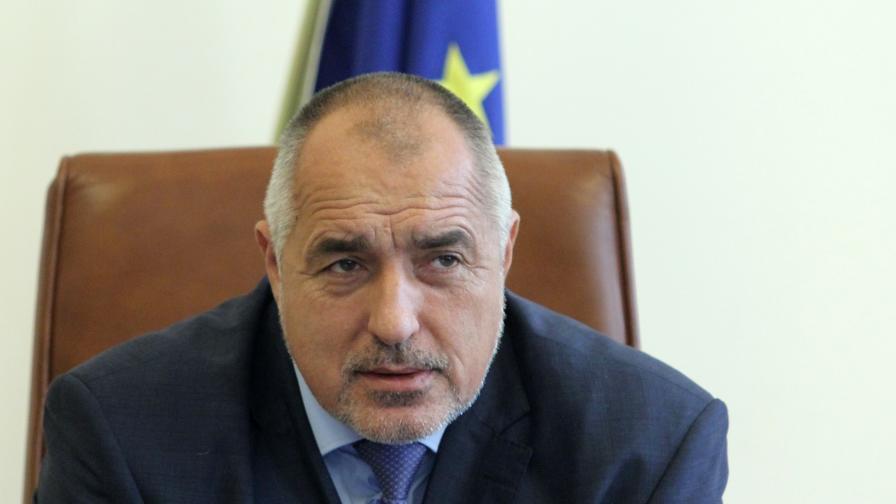 Борисов дава 100 млн. лв. на полицаите, те протестират днес